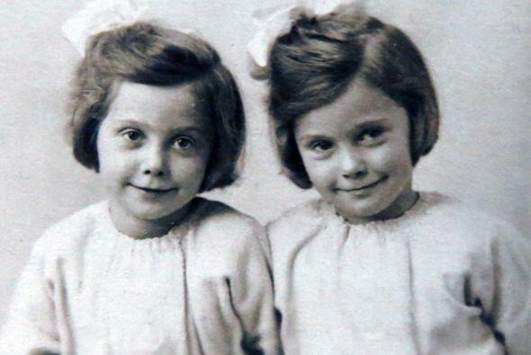 Desde pequeñas, su madre Alice las vestía de la misma form...