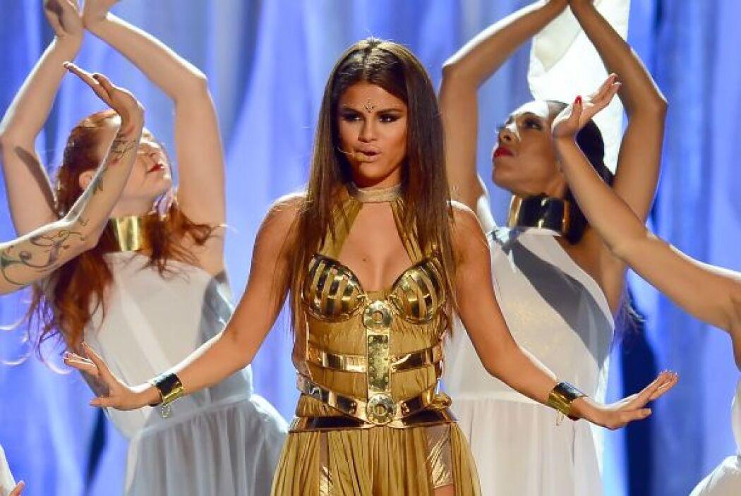 Selena Gomez no sólo la ha lucido en eventos especiales, sino también en...