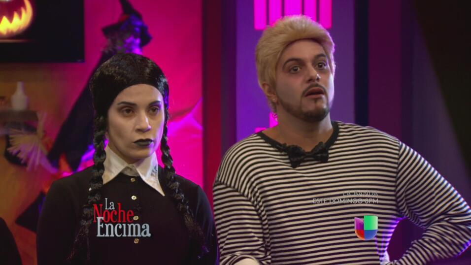 Suzette Bacó como Morticia, Glerys como Wednesday, Emmanuel como...