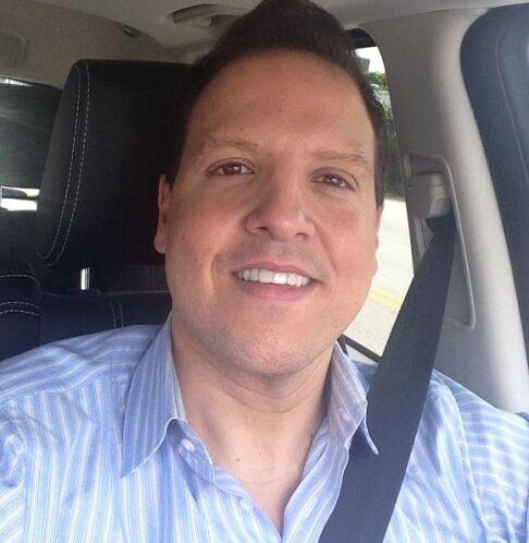 """""""En mi carro pensando lo feliz y bendecido que soy! Gracias a Dios, mi f..."""