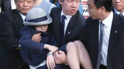 La princesa Akiko durante su desmayo. (Fotografía tomada de Twitter).
