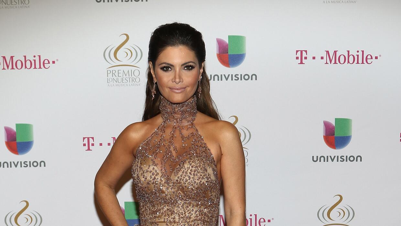 La estrella latina Chquinquirá Delgado vestida de Nicolás Felizola.