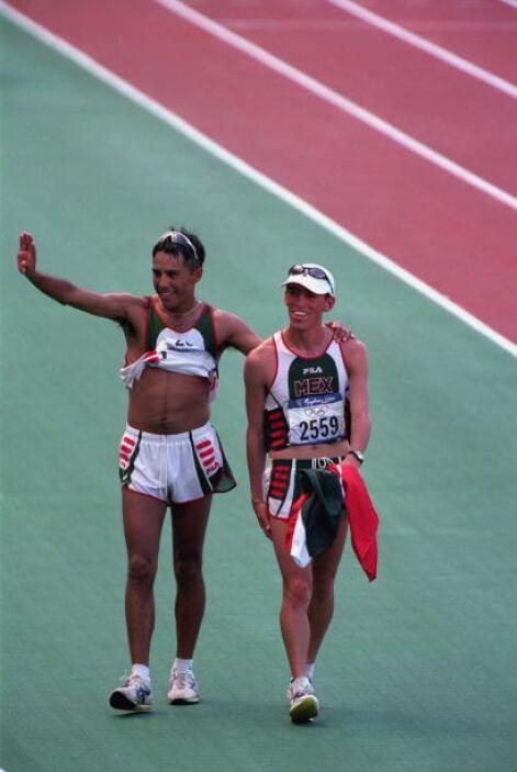 En 2003 paticipó en el Campeonato Mundial de Atletismo de 2003 en París,...
