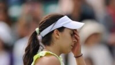 La francesa Bartoli se lamenta tras un punto perdido ante su contrincant...