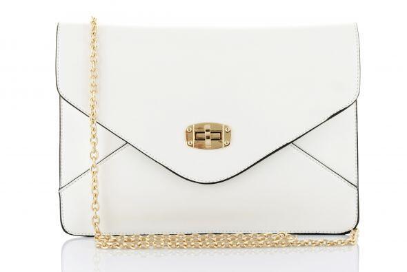 Un clutch. Un bolso pequeño en este tono, será el complemento perfecto p...