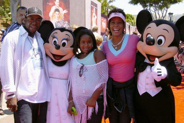 La pareja se separó legalmente en 2007 y Whitney se quedó con la custodi...