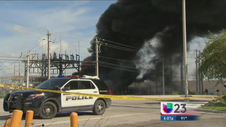 Subestación eléctrica arde en llamas en Miami Springs