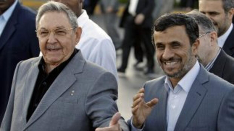 El presidente de Irán, Mahmud Ahmadinejad, y su par cubano, Raúl Castro.