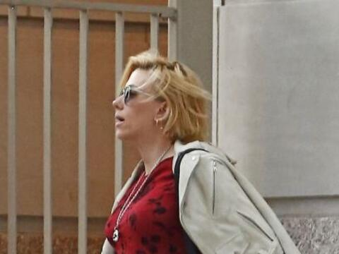 Scarlett Johansson está bellísima.Mira aquí los vid...