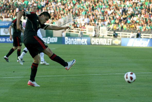El tercer gol de los mexicanos vino de los pies de Pablo Barrera, quien...
