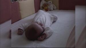 ¡No duermas con tu bebé!