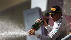 Hamilton, que logró su décimo triunfo de la temporada, ganó la antepenúl...