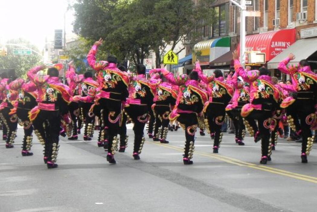 Primer desfile Boliviano de Nueva York 61cd42746c5442e0982cdc9e9ec81648.jpg