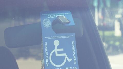 Operativo del DMV para evitar el uso indebido de permisos para discapaci...