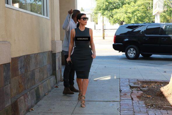 La Kardashian salió con su marido por las calles de Los Ángeles.