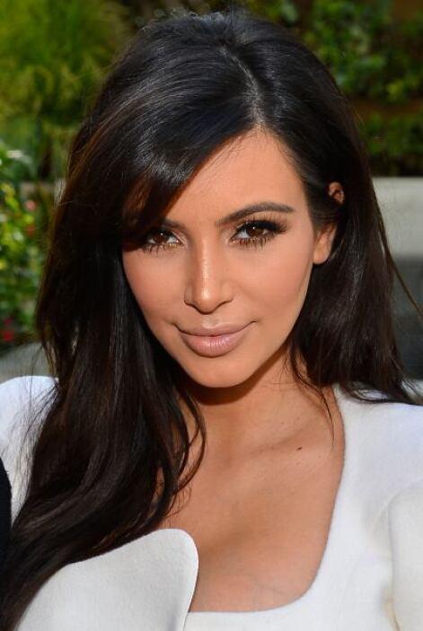 Las abundantes cejas de Kim Kardashian son gracias a su herencia armenia.