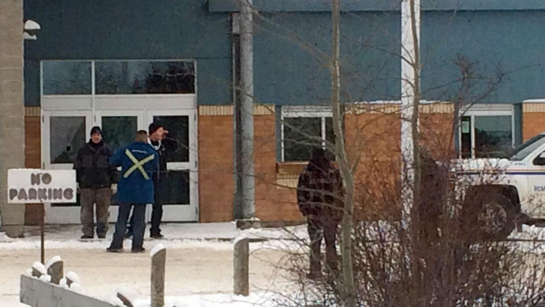 Exterior de la escuela tras el tiroteo