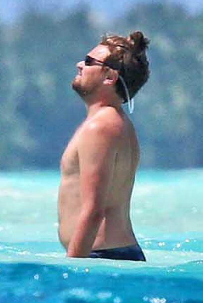 """Leo ahora con un """"coqueto"""" chongo en el cabello. Mira aquí más videos de..."""