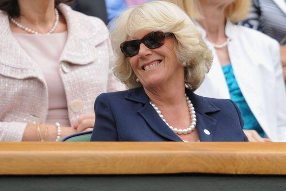 Incluso hubo momentos en que Camilla se puso sus gafas para ¡el sol!