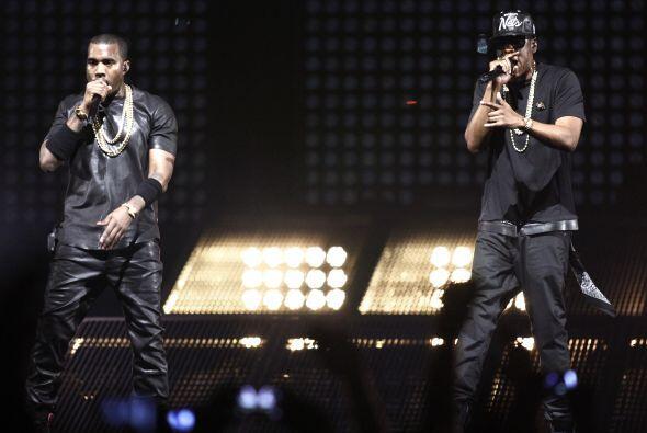 Kanye West y Jay-Z lanzaron el tema 'Ni***s in Paris', el cual está nomi...