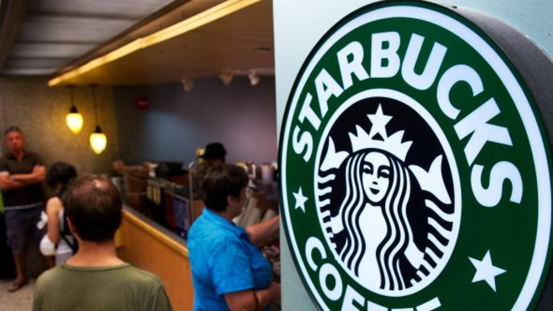 Una mujer comenzó una cadena de bondad en un Starbucks de St. Petersburg...