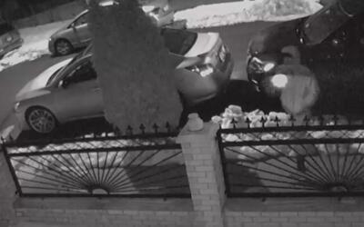 Divulgan el video del pistolero que atentó contra una joven en Queens