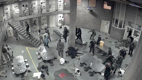 Ocho presos y un oficial hospitalizados deja pelea en cárcel de Chicago