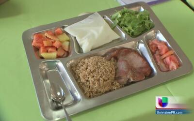 Plato típico de un comedor escolar en Puerto Rico
