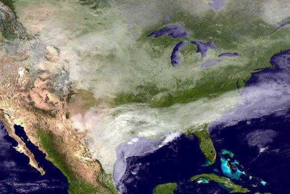 La tormenta vista desde el espacio. Son 22 los estados impactados por el...
