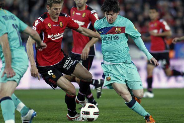 Como siempre la marca a la 'Pulga' Messi fue constante. el argentino de...