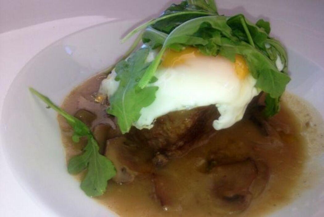 'Short rib' con huevo. Esto le da muchísima textura al plato.
