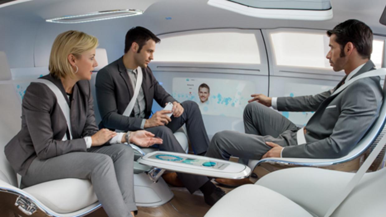 Eche un vistazo a la multifuncionalidad al servicio de los pasajeros den...