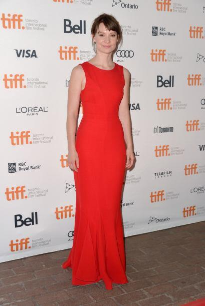 Mia Wasikowska estaba muy 'chic' con ese vestido corte sirena. Nada m&aa...