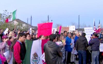 Cientos de personas se dieron cita en la Plaza Guadalupe para hacerse se...