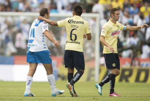 En estos minutos el 10 del Puebla intentó y luchó por mete...