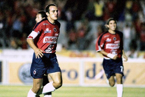 En el 2004 una baja de nivel de Cuauhtémoc hizo que saliera del América...