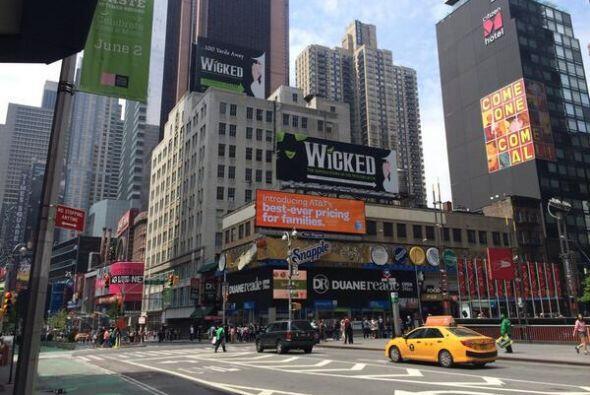 ¡Que nadie se quede fuera de la foto! William Valdes está en Nueva York...