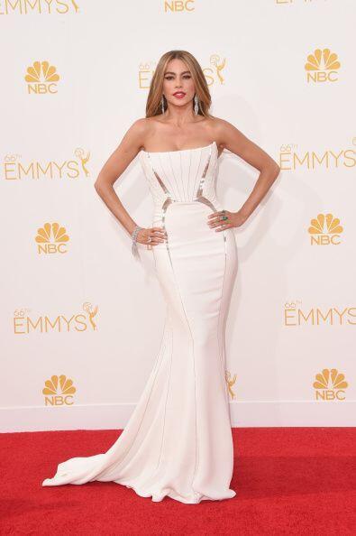 La alfombra de los Premios Emmy tembló cuando Sofía Vergara llegó en un...