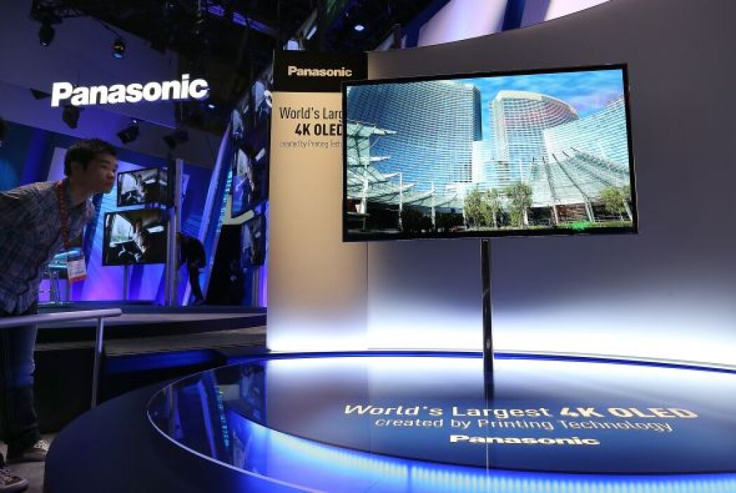 La empresa japonesa Panasonic presentó su prototipo de televisión OLED c...