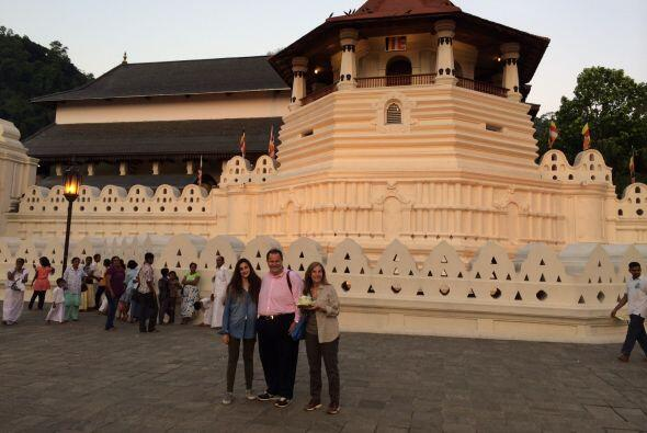 En Kandy se encuentra el templo budista más importante del país, llamado...