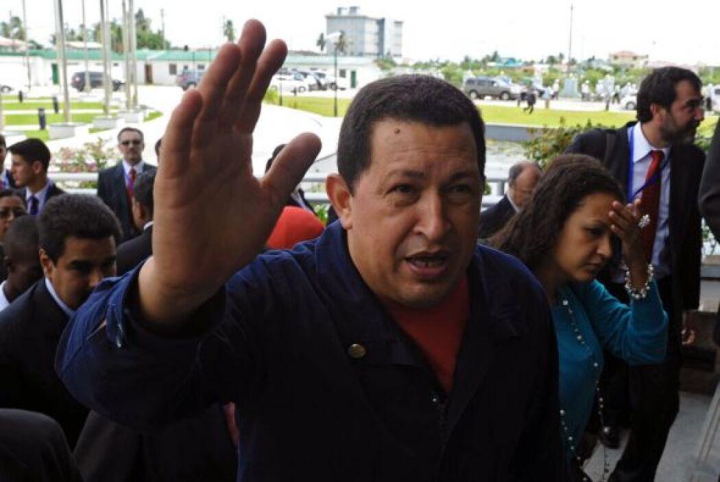 El presidente venezolano Hugo Chávez promulgó la ley habilitante que le...