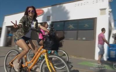 Adriana y Lindsay a la conquista de Los Angeles en bicicleta