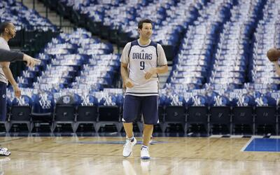 Tony Romo w/ Dallas Mavericks