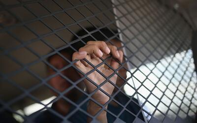 Los funcionarios de inmigración trasladaban a 25 extranjeros de v...
