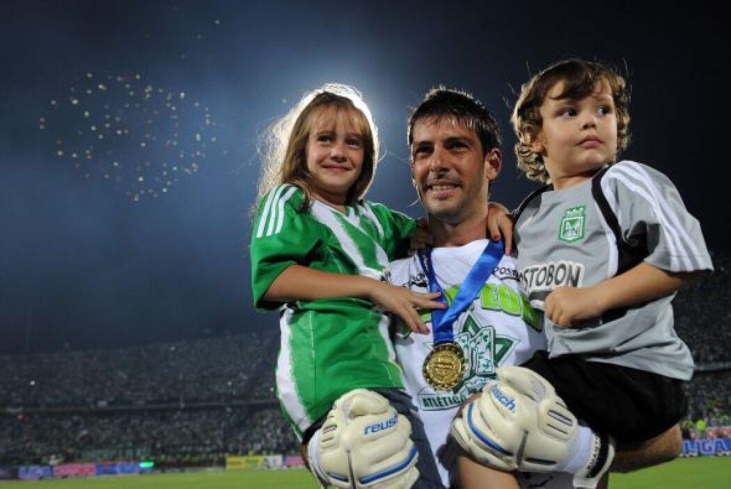 El portero argentino Gastón Pezzuti se vistió de héroe al detener los em...