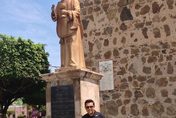 Aquí lo vemos en el monumento al padre Toribio Romo en Tequila....