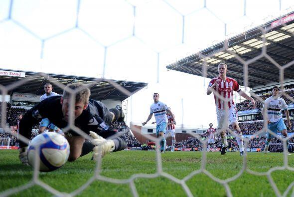 Pero el Stoke aseguró el triunfo en el segundo tiempo con un grav...