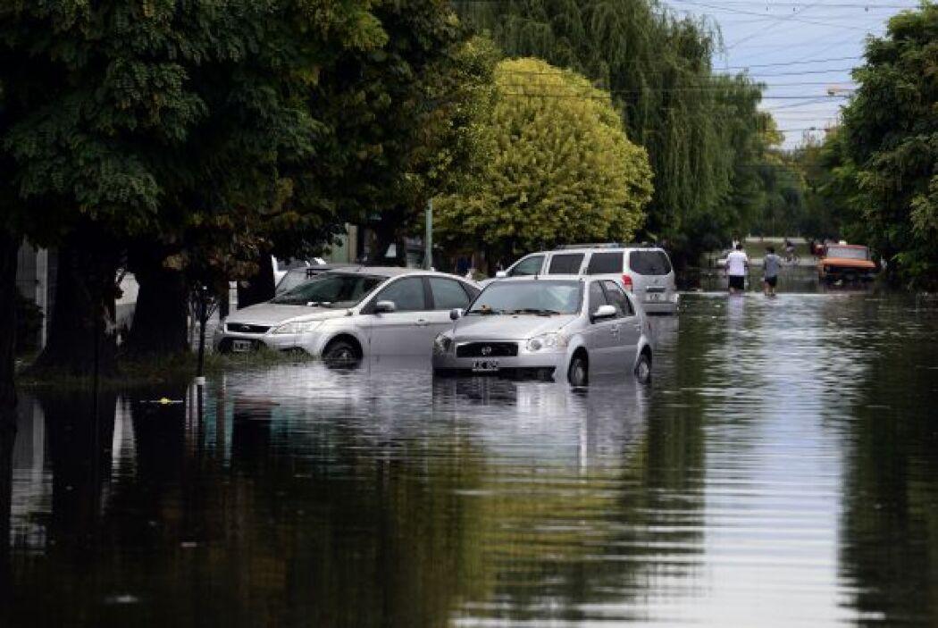 Al menos 54 personas han muerto en Argentina por el temporal que azotó c...