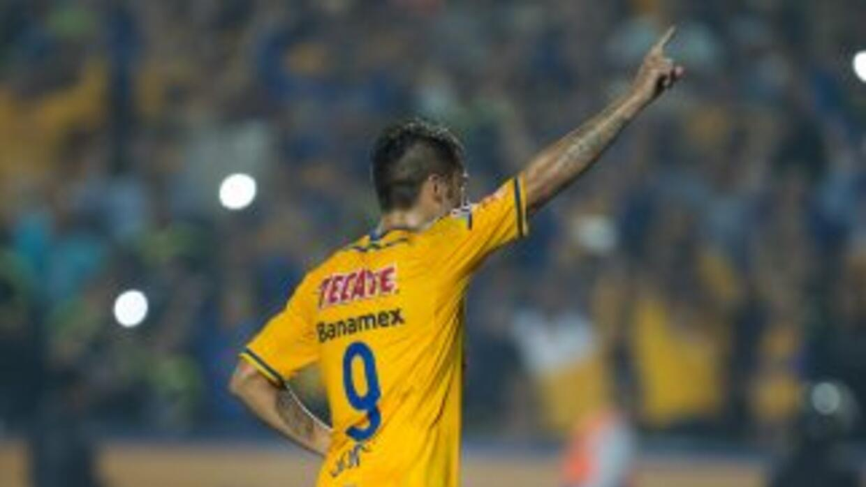 Rafael Sóbis celebra su gol ante Universitario de Sucre.