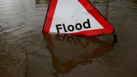 Inundaciones y daños materiales deja paso de tormenta en Mansfield, Texas